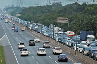 Kendaraan Arus Balik Mulai Padati Jakarta-Cikampek