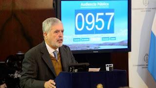 Julio De Vido, el jueves, en la audiencia publica por las represas hidroelectricas de la provincia de Santa Cruz, en el SenadoFoto: David Fernández