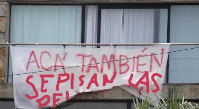 aca tambien se pisan las pelotas para atenderte humor cartel uruguay