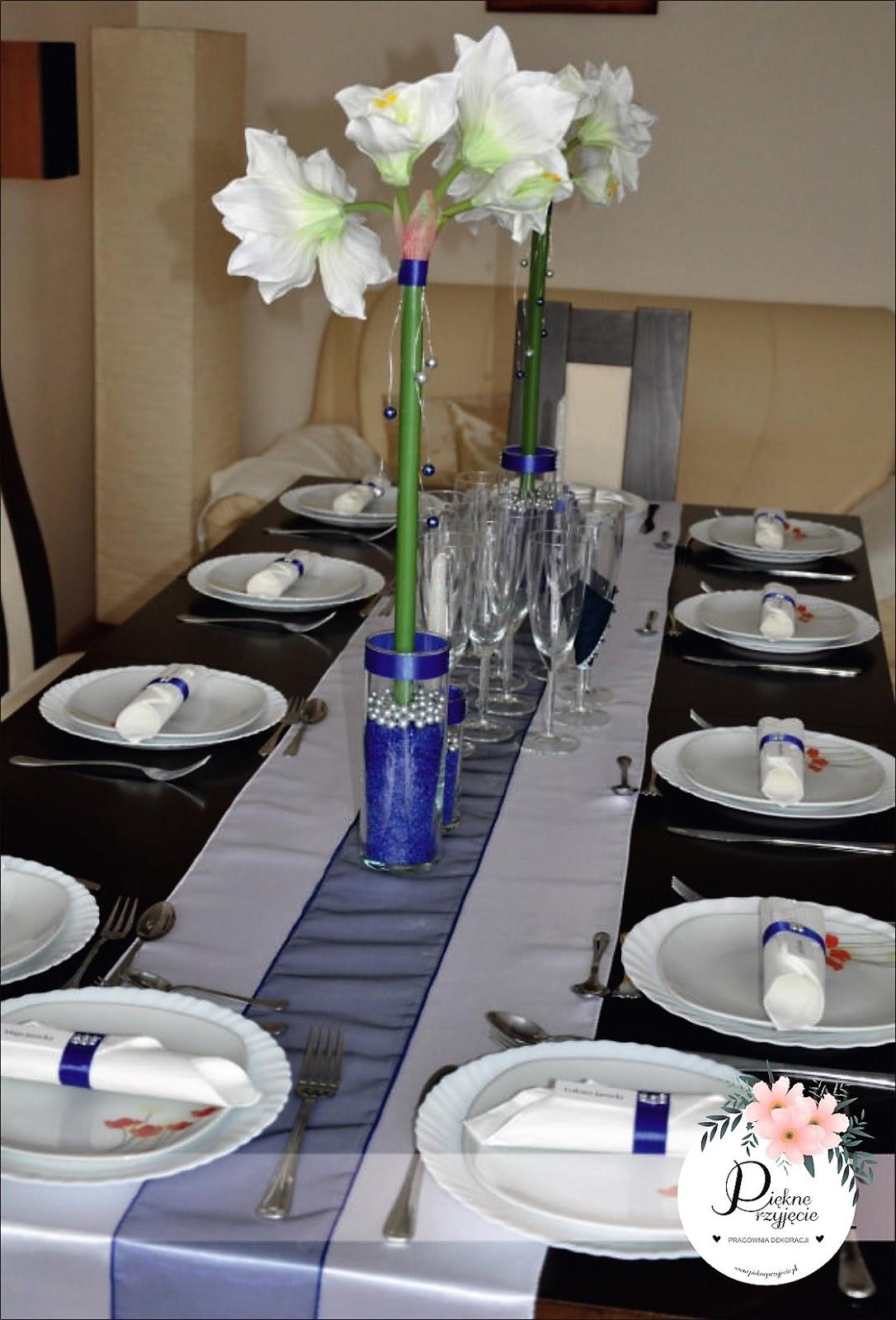 Dekoracja stołu z amarylisem.