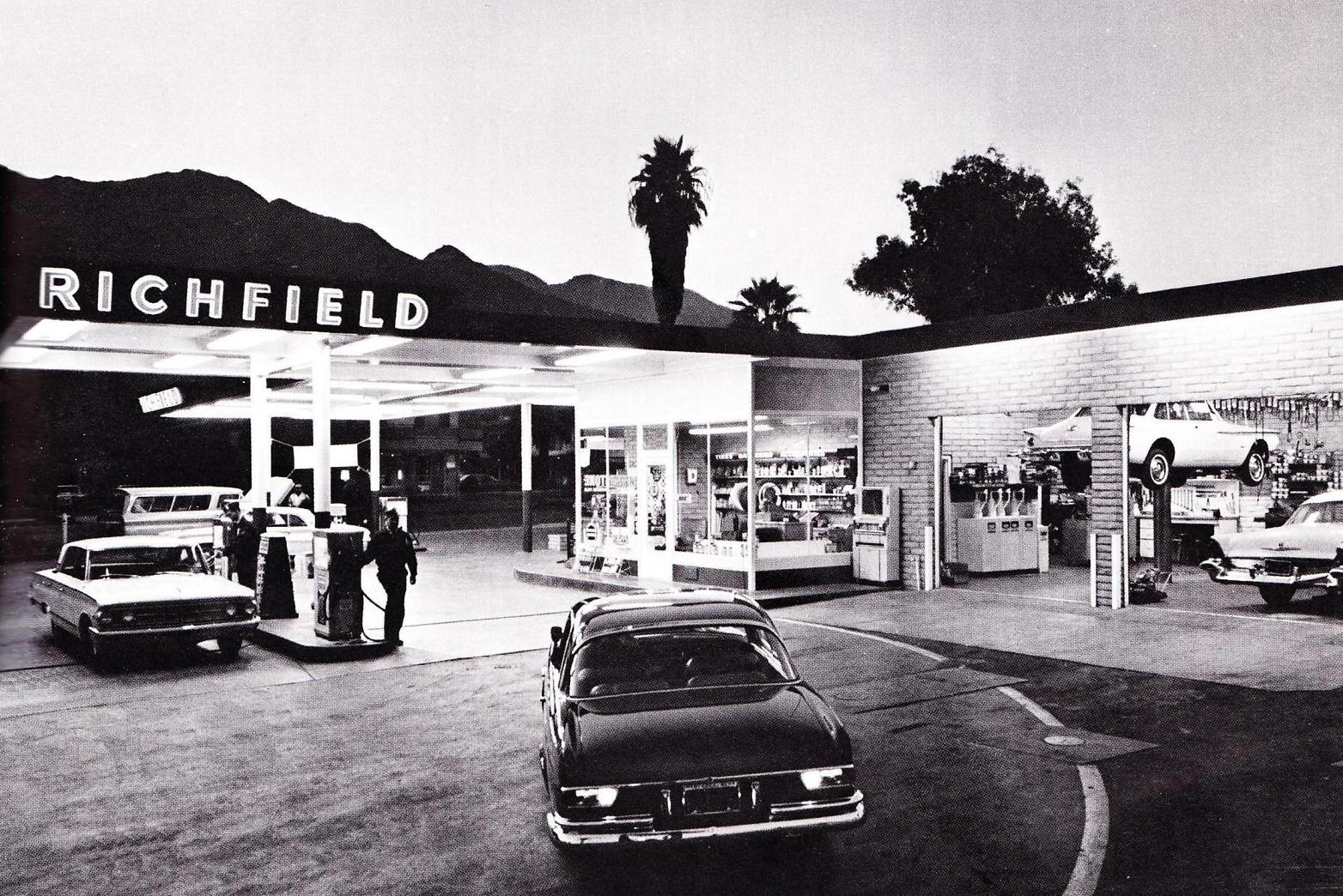 Richfield station - Palm Springs, California U.S.A. - 1963