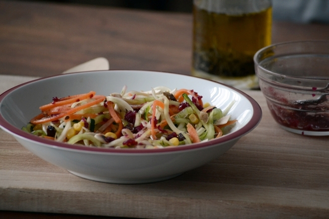 Ensalada de verduras con vinagreta de remolacha