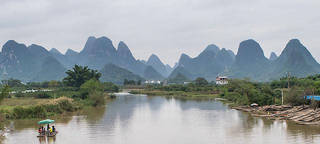 La rivière Yulong à proximité du pont du Dragon
