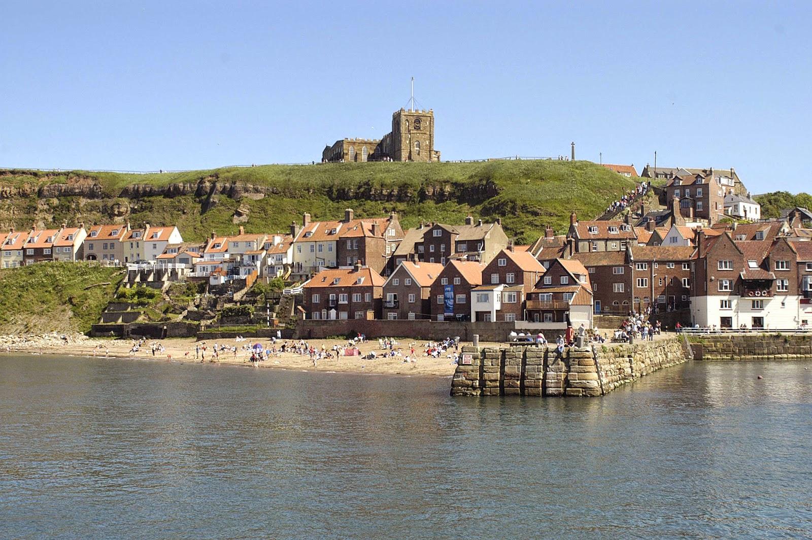 La ville de Whitby, dans le Yorkshire (Royaume-Uni) est tristement filmée dans Une Belle Fin