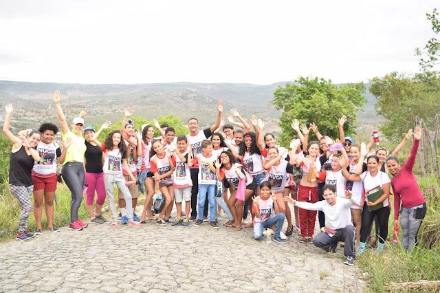 grupo de adolescentes do NUCA sobem a Serra da Bica de Panelas-PE