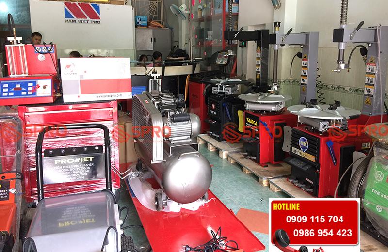 Thiết bị sửa chữa xe máy - Nên mua máy tháo vỏ nào tốt nhất cho tiệm sửa xe tay ga