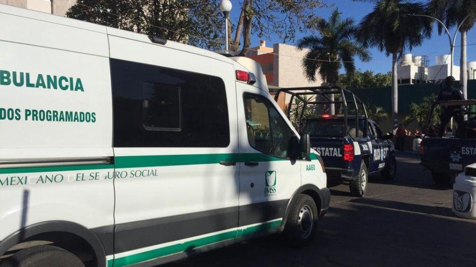 Sicarios baleados secuestran ambulancia para que los lleve a recibir atención medica en Culiacán, Sinaloa