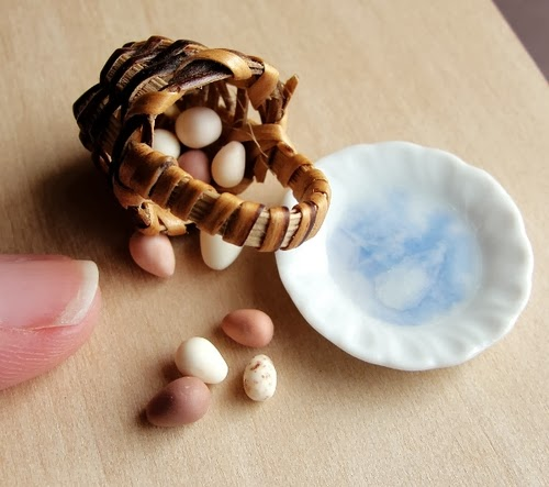 10-Egg-Basket-Small-Miniature-Food-Doll-Houses-Kim-Fairchildart-www-designstack-co