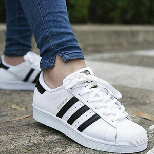 Silahkan cek toko online langganan anda jika berminat memiliki jenis sepatu  adidas neo hitam putih yang sporty  d2538e4068