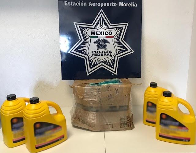 POLICÍA FEDERAL ASEGURÓ 28 LITROS DE APARENTE CRYSTAL LÍQUIDO TRANSPORTADO EN GARRAFONES PARA ANTICONGELANTE