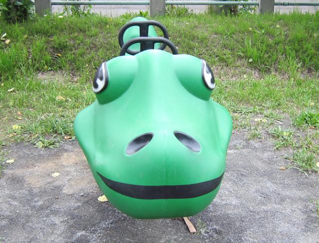 公園のロッキング遊具