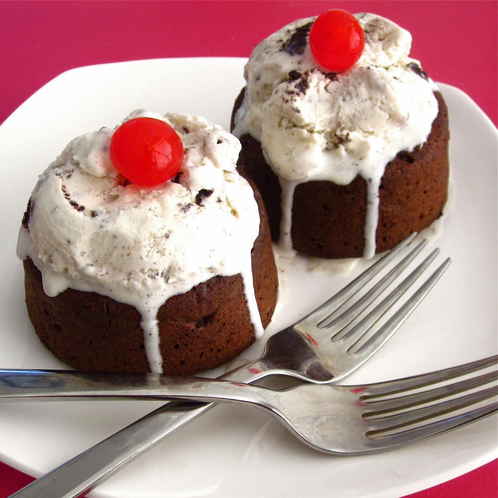 http://blog.dollhousebakeshoppe.com/2012/01/brownie-sundaes.html