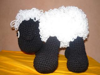 Como tejer mini borrego en crochet amigurumis by Petus - YouTube | 240x320