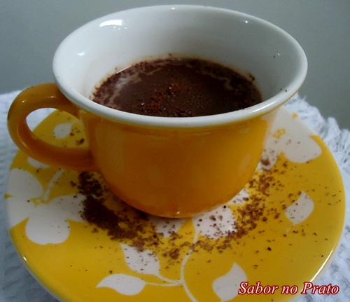 Neste chocolate quente vai 3 tipos de chocolate, inclusive Nutella!