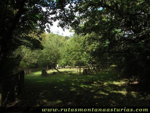 Ruta de Priañes: Area recreativa junto al río Nora