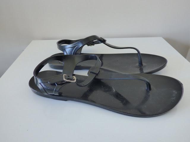 sandales noires brasileas