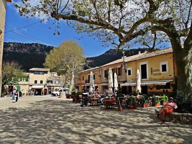 uliczki, kawiarnie, Majorka, urocze miasteczko
