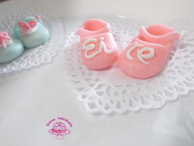 Zapatitos de bebé en fondant