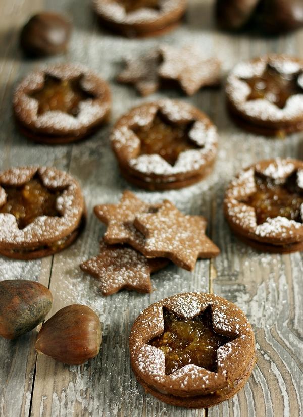 Biscotti di farina di castagne e cacao con confettura di fichi