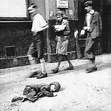 JEWISH CHILD DIES IN THE STREET - WARSAW GHETTO