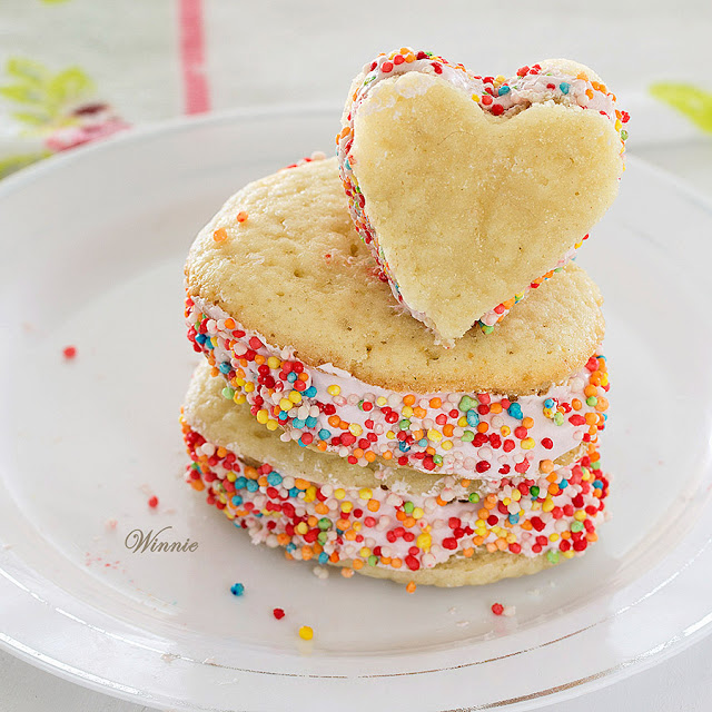 whoopie, pie, cookies, cake, raspberry, heart, Valentine's Day, desserts, sweets, recipe, bake, baking, holiday, jam, kosher, dairy, marshmallow