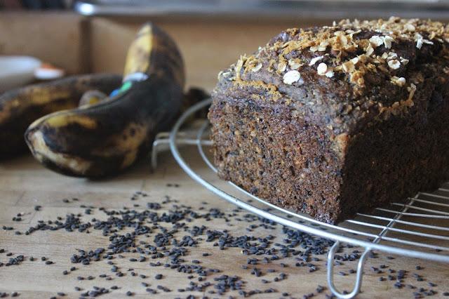 https://cuillereetsaladier.blogspot.com/2014/06/banana-bread-au-sesame-noir-parfum.html