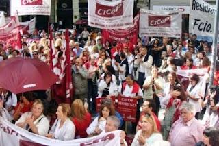 """Los médicos bonaerenses señalaron que """"tanto los intendentes como el gobierno provincial de Vidal"""" deben convocar a instancias de negociación salarial para el cierre del año."""