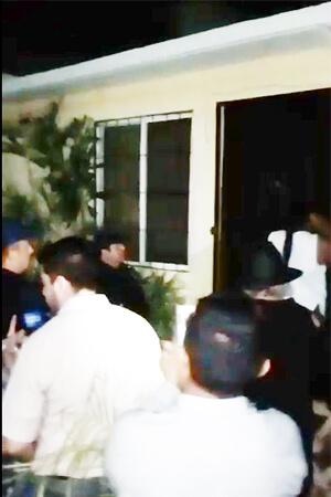 Elección vecinal de Balam-Tun termina con una detenida. Condóminos exhiben protección de la Policía Municipal a favor de la exadminsitradora