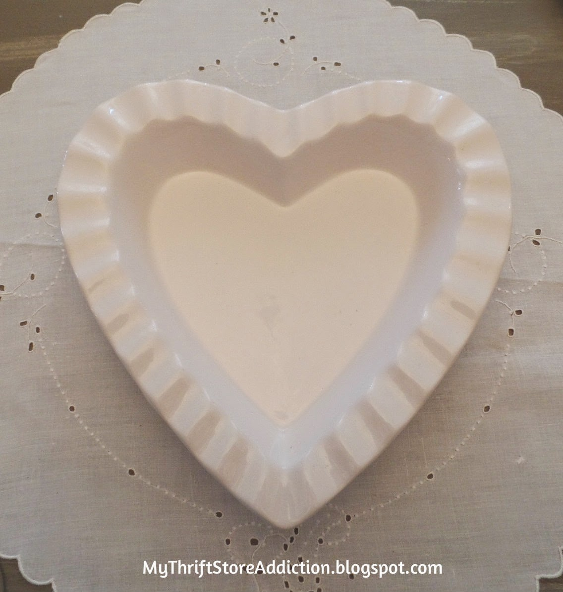 White heart baking dish