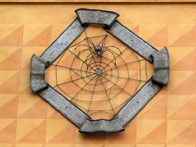 Spider weaving its web, Cappelli family's coat of arms, Piazza GalvaniBologna