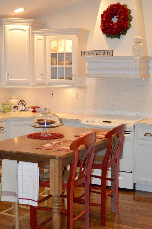 White and Red Kitchen Decor