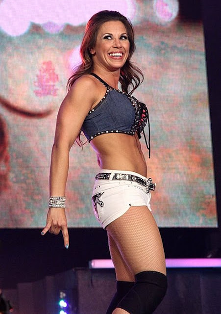 Mickie James-wrestling-female wrestling