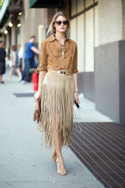 WHISPER blog: FRANJAS #franjas #look #modaderua #couro #passarela #desfile #estilo #fringes #outfit #streetstyle #catwalk #runway #style #blog #OliviaPalermo