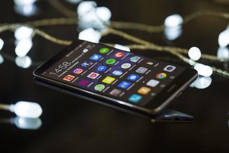 "هواوي تقدم ابتكارات هاتف ""ماط10"" بسعر مناسب"