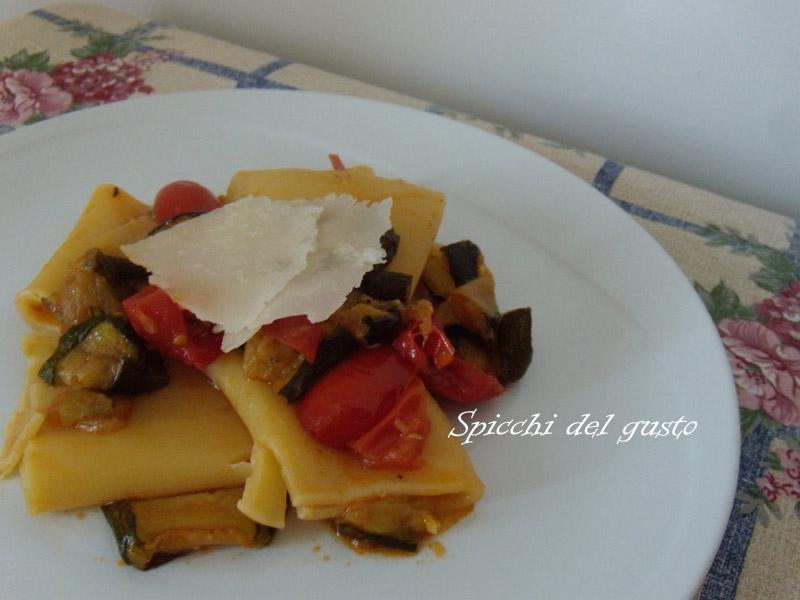 ricetta paccheri con zucchine e melanzane arrostite
