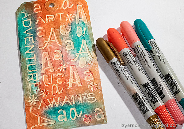 Layers of ink - Typography Tag Tutorial by Anna-Karin Evaldsson. Color with Distress Crayons.