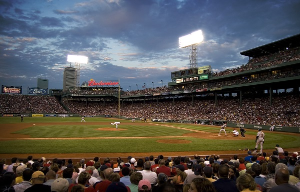 Một buổi thi đấu bóng chày tại Boston.