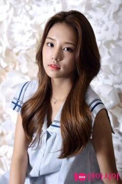 Bagi kamu penggemar cowok ganteng Jung Yun Ho atau yang biasa dikenal dengan nama panggun Nama dan Biodata Pemain Meloholic Terlengkap Plus Foto