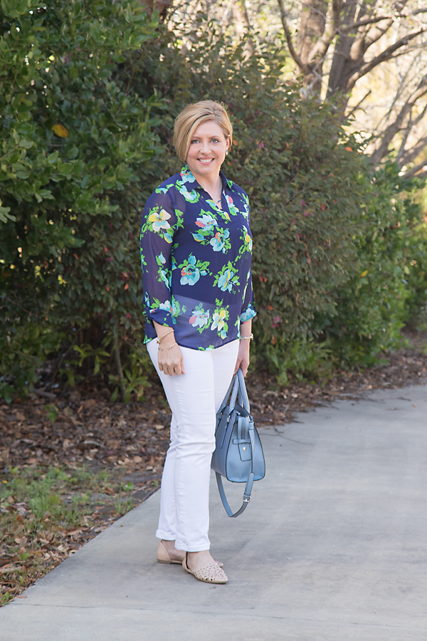 white jeans, floral top, spring outfit, summer  outfit, womens fashion