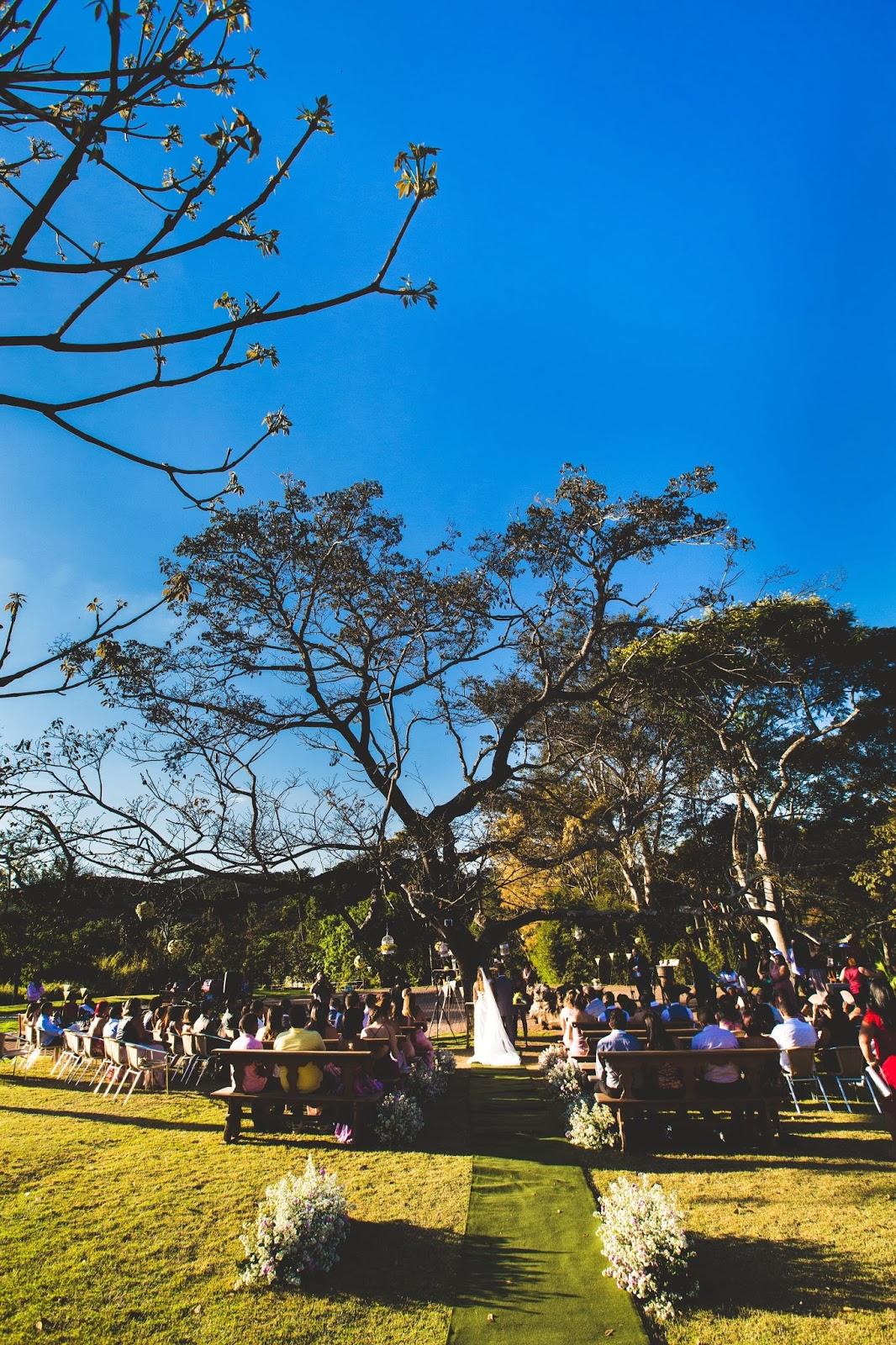 noivos - altar - casamento de dia - casamento ao ar livre