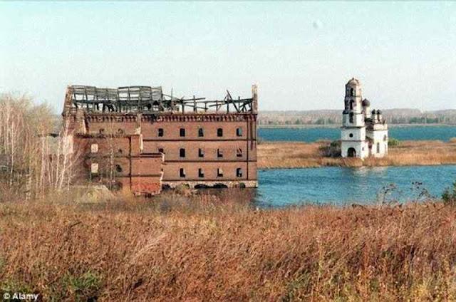 As águas do Lago Karachay irradiado pelo acidente de Mayak mataria um banhista numa hora