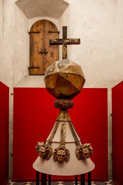 Dodecaedro de Leonardo (por Migue Angel) para la linterna de la sacristía nueva :: Canon EOS5D MkIII | ISO3200 | Canon 24-105@24mm | f/4.0 | 1/15s