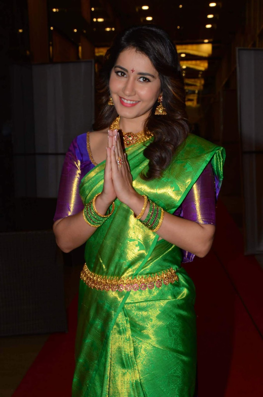 Raashi Khanna In Green Saree And Traditiona Jewelry