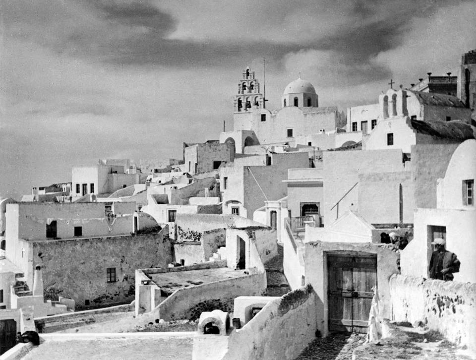 Old photos of Santorini (Path 1)   484328 624484550902207 1706144107 n