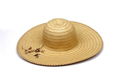 Chapéu de palha é chique!  Veja como usar o chapéu a63816593bd
