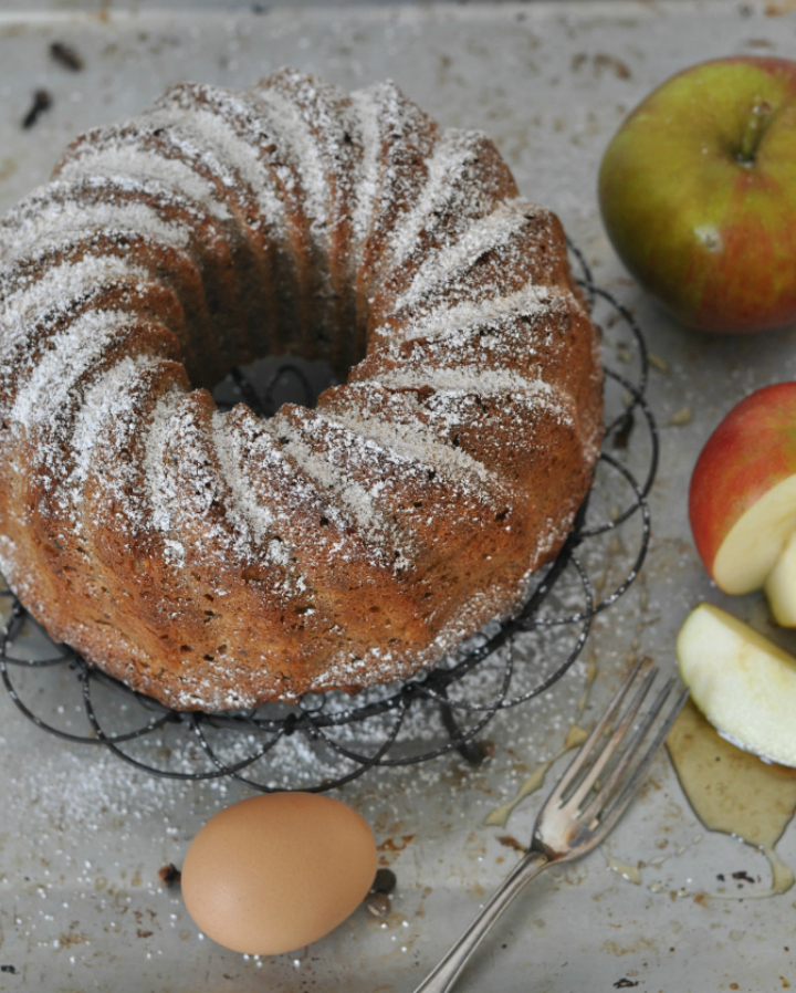 The perfect treat for Rosh Hashanah: Apple-Honey Bundt Cake with nuts (glutenfree)