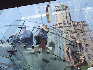 detalle ascensor de vidrio