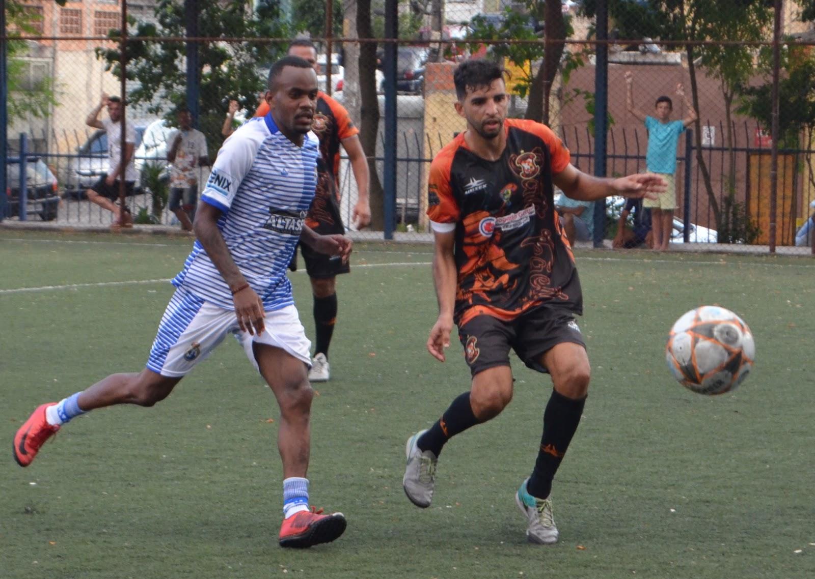 05ac8f383b ... bateu fácil o Real Madruga do Taboão da Serra no Grupo D. O time  estabeleceu o placar de 3 a 0 com destaque para o gol olímpico do meia  Gigante.