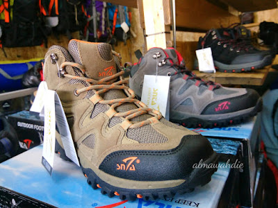 Sepatu gunung murah di Bandung