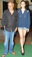 Alia Bhatt dengan ayahnya Mahesh Bhatt